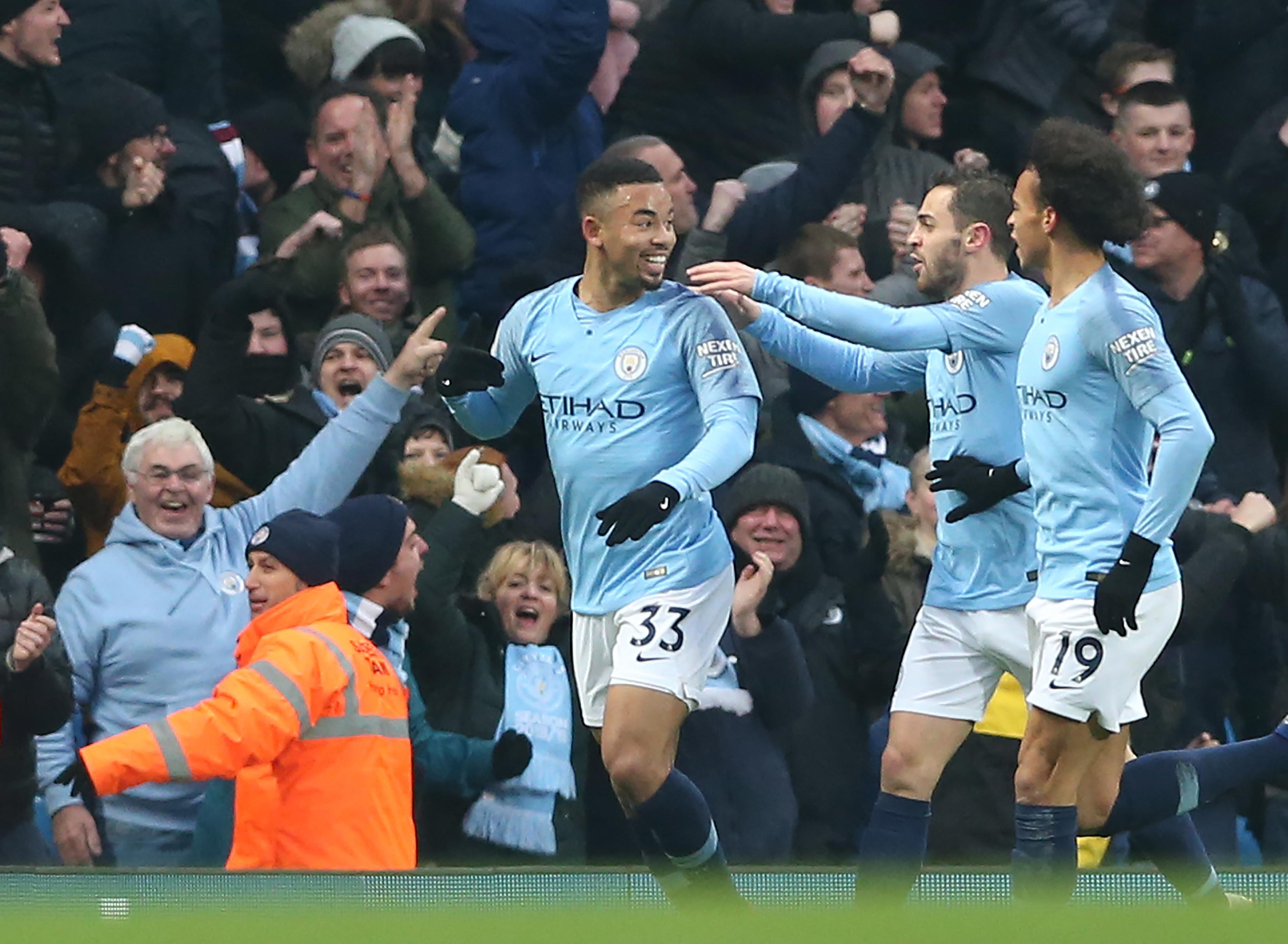 Manchester City vence Everton, de Marco Silva, e assume provisoriamente a liderança