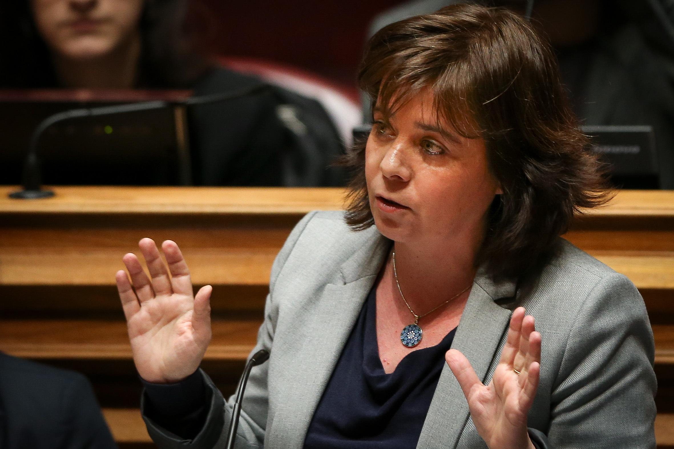 """Catarina Martins defende """"subsídio de 700 euros"""" para """"minorias e migrantes""""?"""