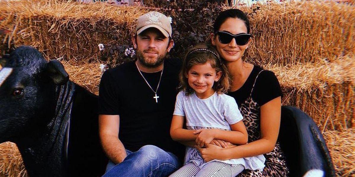 Lily Aldridge e vocalista dos Kings of Leon esperam segundo filho