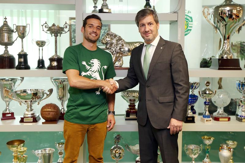 Sporting contrata voleibolista João Fidalgo