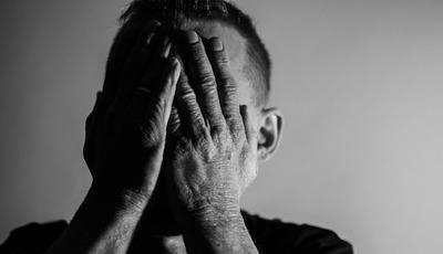 Os riscos de esconder a depressão e de procurar a ajuda errada: a explicação de uma médica