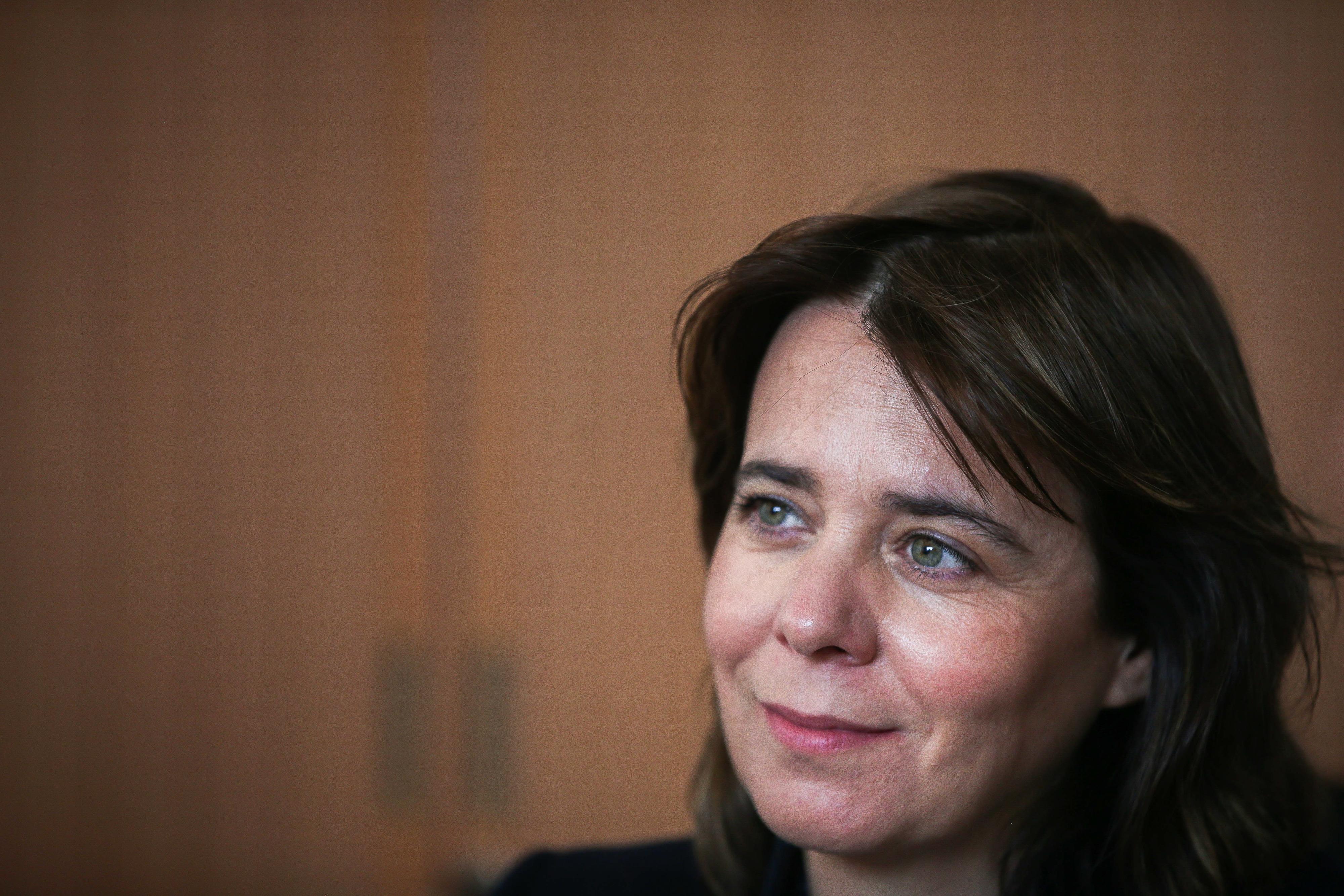 Catarina Martins diz que alterar lei sobre remoção de amianto evita alarmismos