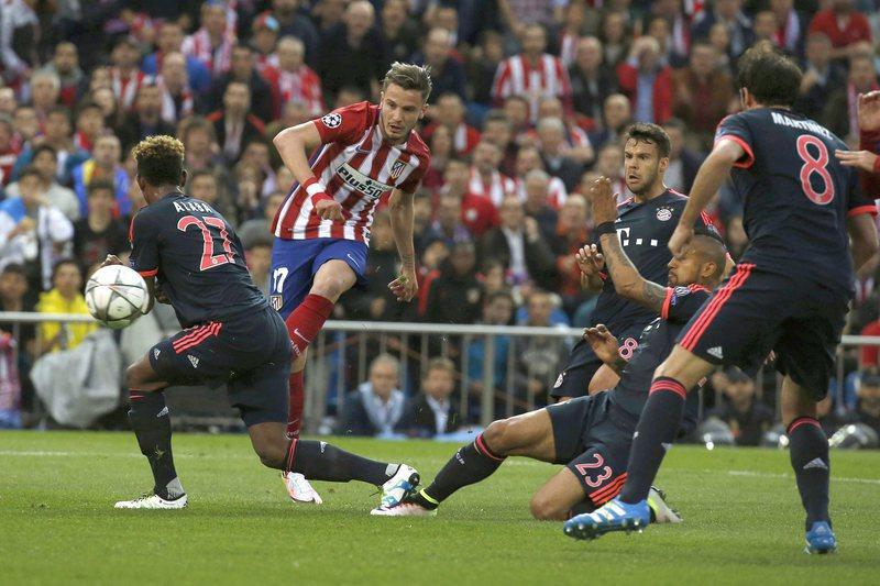 Atlético vence Bayern ao intervalo