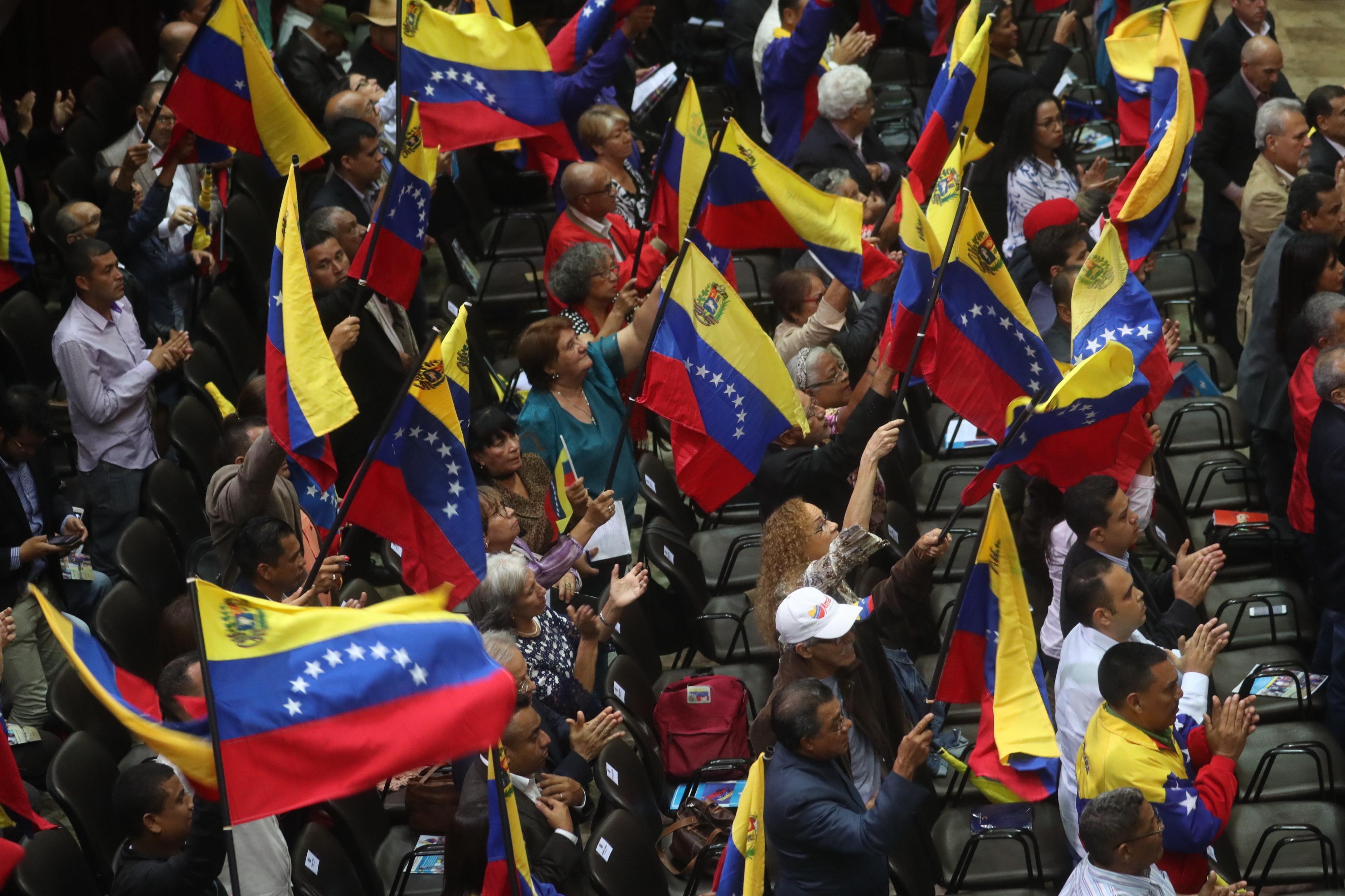 Guerrilha colombiana recruta crianças venezuelanas, diz ONG