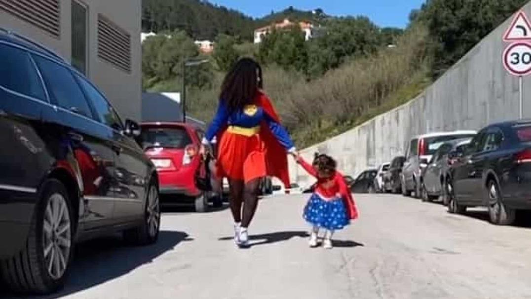 Fofura de Carnaval: Blaya e a filha mascaradas de igual