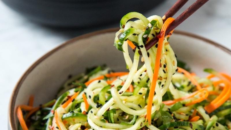 4 saladas de produção fácil inspiradas nos sabores asiáticos