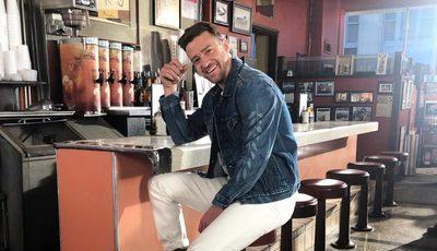 Após ser visto de mão dada com atriz, Justin Timberlake pede desculpa a Jessica Biel
