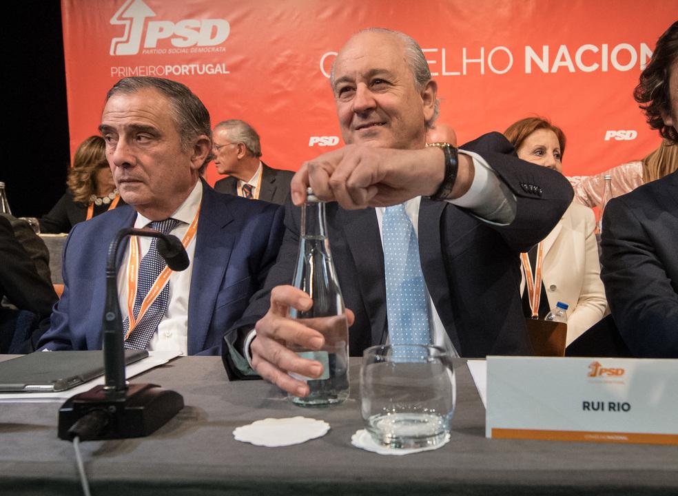 Crónica da longa noite do PSD: KO de Morais Sarmento empurra Rio para vitória