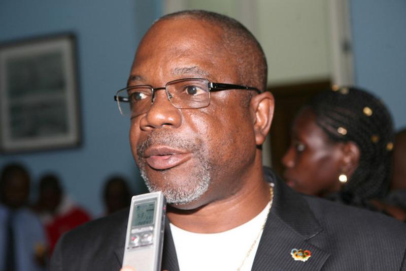 Chefe da delegação angolana neutraliza assaltante em Copacabana