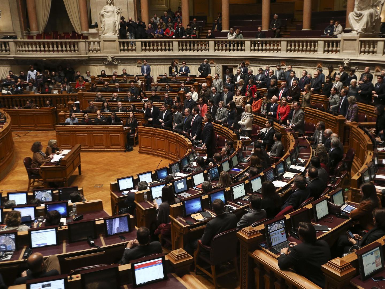 """Solução para os lesados do BES é """"remendo da gerigonça à custa dos portugueses"""". Aquece o debate no Parlamento"""