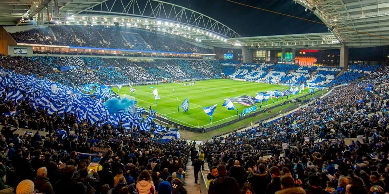 """FC Porto responde às críticas do Benfica: """"Há quem só vá ver o céu aos quadradinhos"""""""