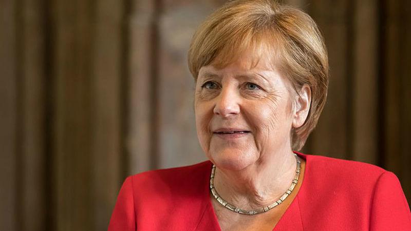 Líbia: Merkel diz que houve acordo para respeitar embargo das armas
