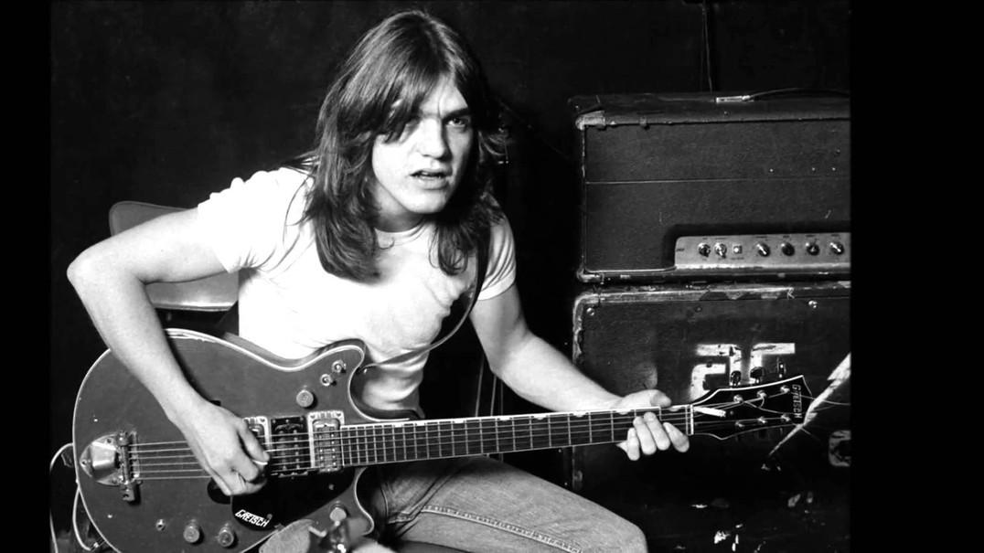 """Seis """"riffs"""" da guitarra de Malcolm Young nos AC/DC que não vamos esquecer"""