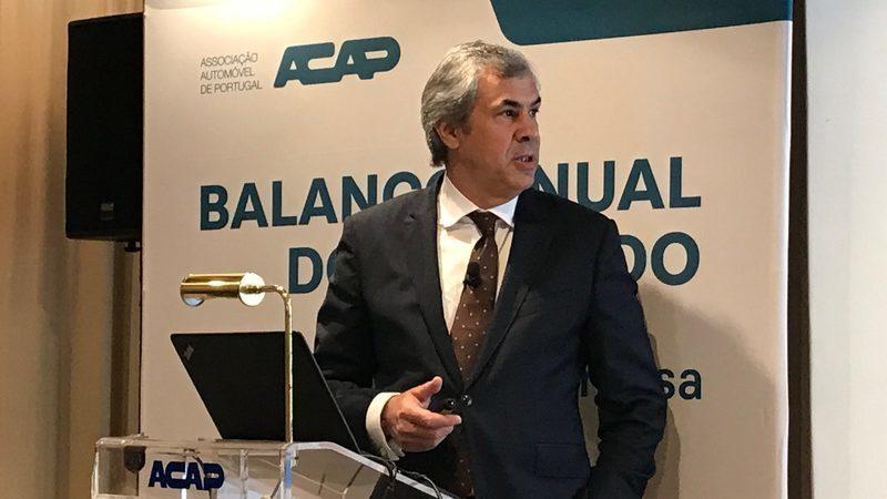 Venda de carros novos não deve atingir mínimos de 2014 mas faltam apoios, alerta ACAP