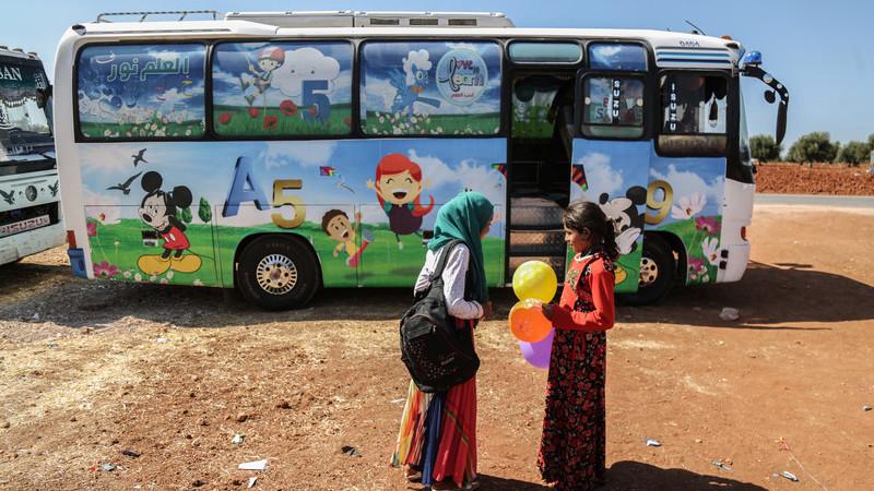 Síria: grupo de professores transformou autocarros em salas de aula e este é o resultado