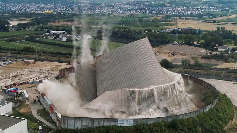 A forma surpreendente como os alemães demoliram a torre de uma central nuclear sem a fazer explodir