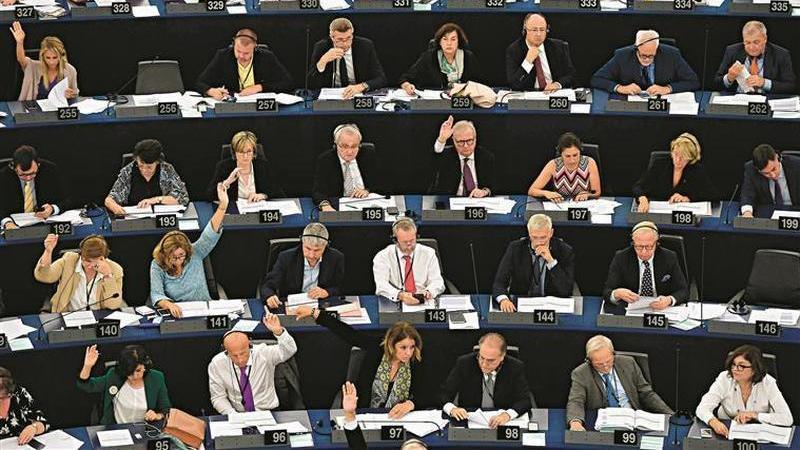 Assédio laboral. Eurodeputada enfrenta queixa e assessores defendem-na