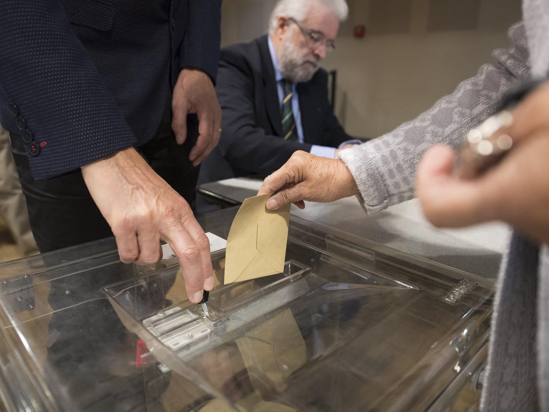 Fillon e Macron preferidos dos franceses inscritos em Portugal