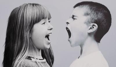 Sempre aos gritos? 10 estratégias para diminuir as discussões entre irmãos