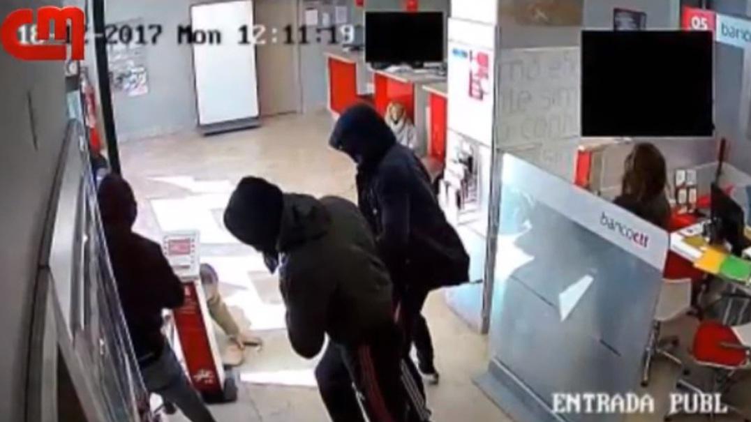 Videovigilância mostra assalto armado a CTT de Alfragide