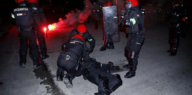 Concentração em Bilbau em repúdio por incidentes que provocaram morte de polícia