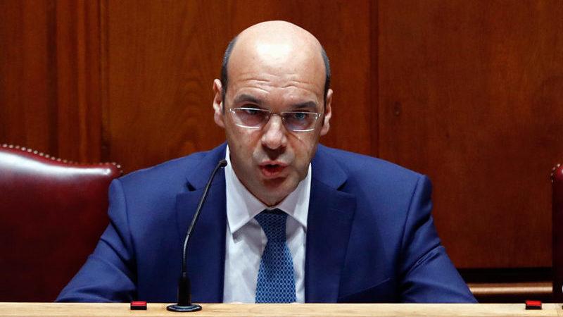 Ministro da Economia admite prolongamento das moratórias no crédito concedido pela banca