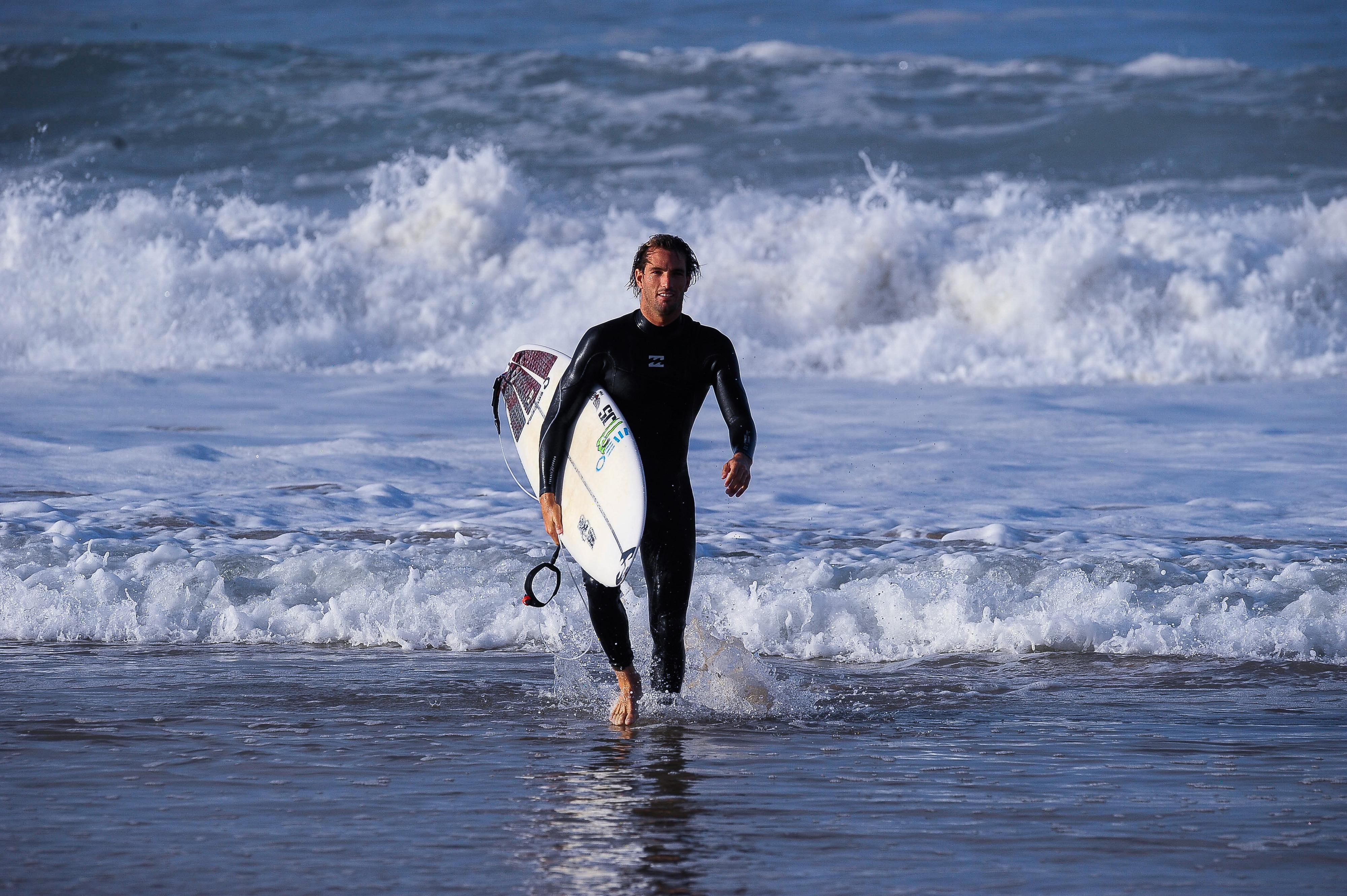 Frederico Morais avança para a quarta ronda da etapa de Peniche do circuito de surf