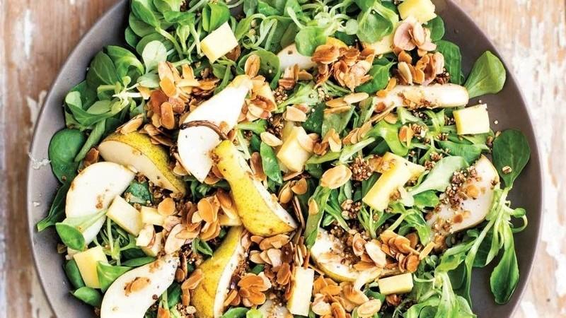 Salada de canónigos com Pera Rocha e Queijo da Ilha