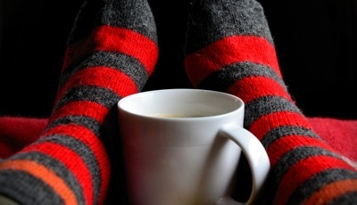 Descalço ou com meias? Neurofisiologista tira as teimas sobre como ter uma boa noite de sono