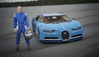 É um brinquedo, é um Bugatti e é de Lego. Vai um test-drive?