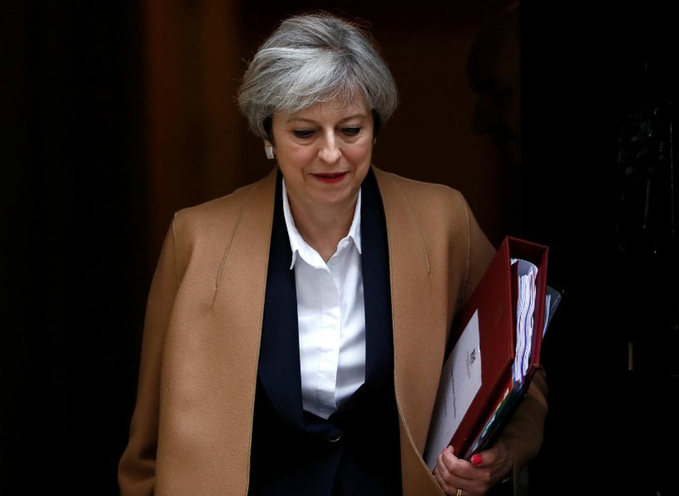 Primeira-ministra britânica promete negociar com partidos para desbloquear acordo de saída
