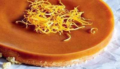 Bolo de laranja com caramelo e açafrão