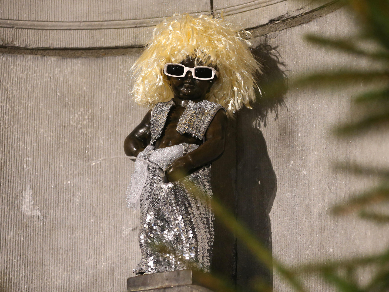 O 'rei do carnaval' vem da Bélgica, tem pouco mais de meio metro de altura e mais de 1000 trajes