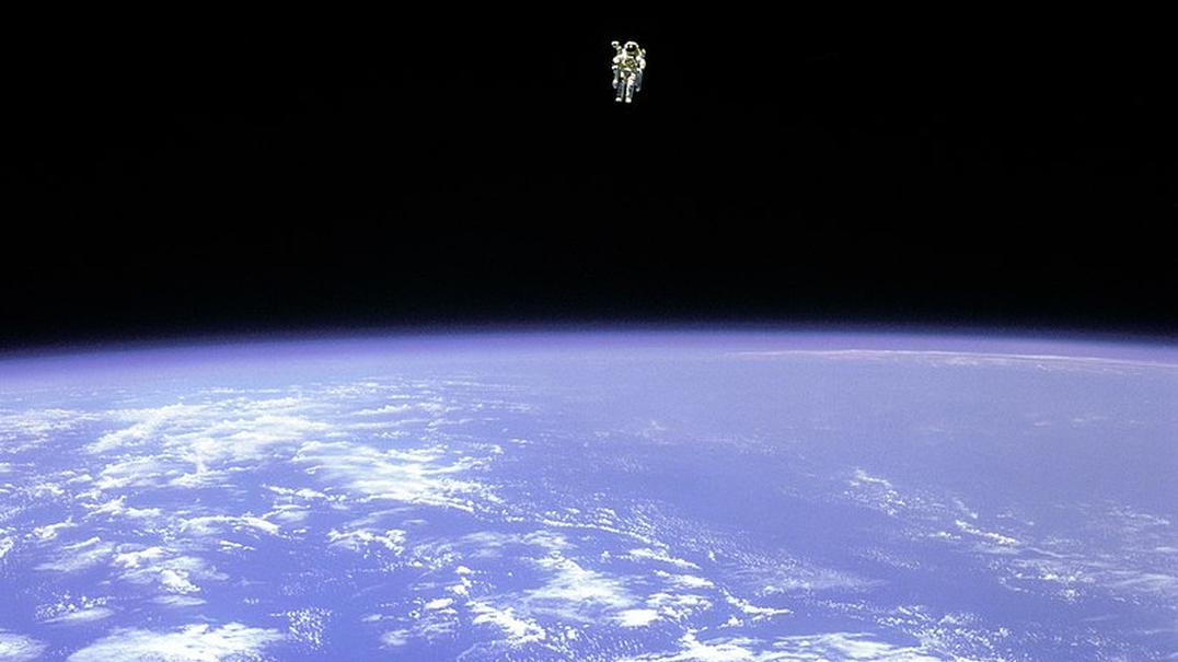 Como é que se apanha lixo no espaço?
