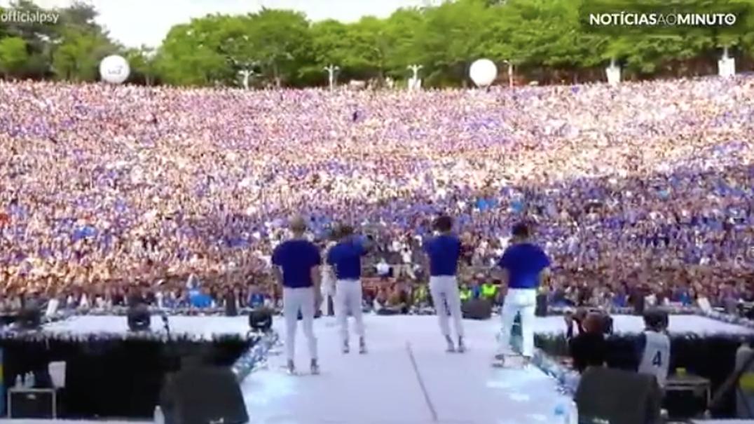 Público delira com a nova música de PSY