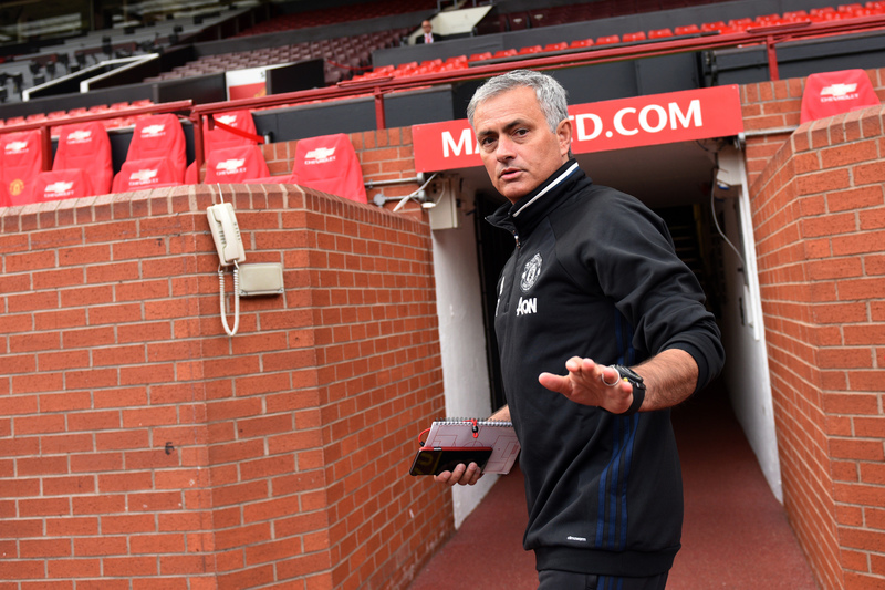 Mourinho recusa saída de Phil Jones para o rival Arsenal