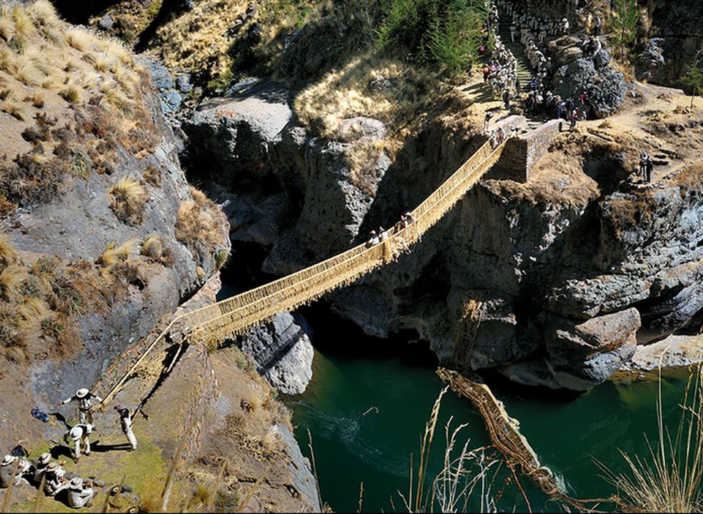 A última ponte inca: feita em corda e reconstruída todos os anos a 3700 metros de altitude