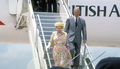 A mala da Rainha: 10 coisas que Isabel II leva sempre que viaja