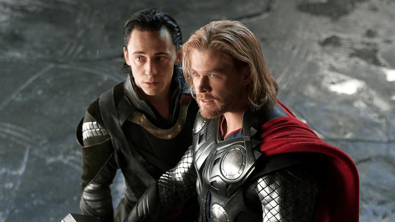 """Tom Hiddleston pediu a Chris Hemsworth para lhe bater a sério no primeiro """"Vingadores"""""""