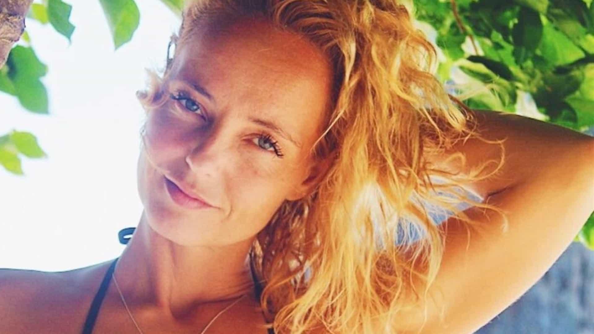 Bárbara Norton e Matos aquece Instagram com foto no mar. Famosos reagem