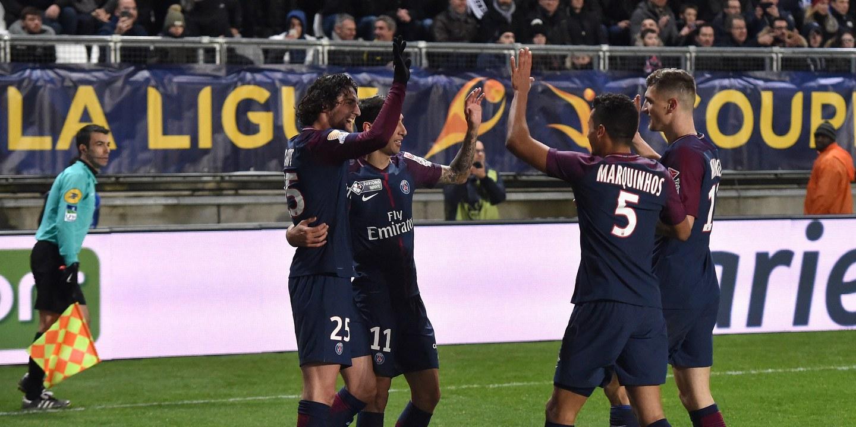 PSG e Lyon fazem duelo de líderes no campeonato francês