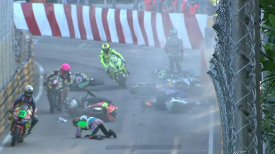 As imagens do acidente que feriu três pilotos e cancelou GP de motos em Macau