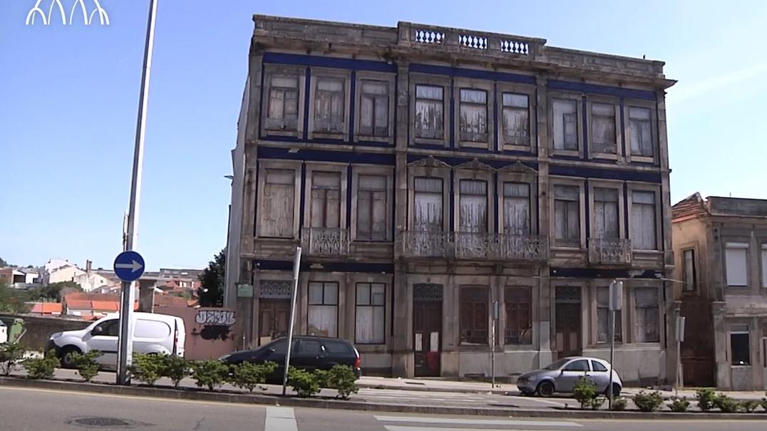 Moradores de Campanhã estão preocupados com prédio devoluto devido a risco de incêndio