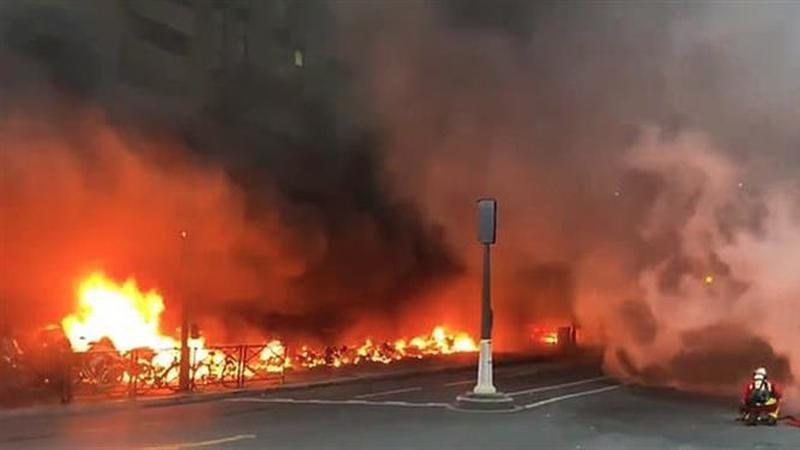 Incêndio de grandes dimensões deflagrou junto à Gare de Lyon em Paris