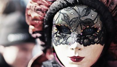 O carnaval e a máscara da felicidade