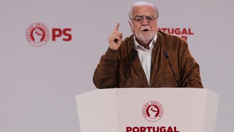 """Manuel Alegre diz que aprovação de nova Lei de Bases da Saúde é """"obrigação moral"""" da esquerda"""