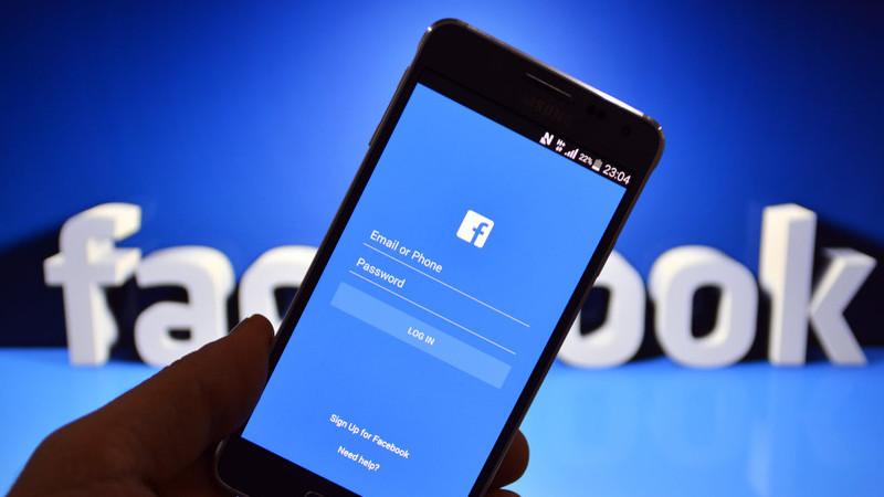 Facebook acusado de violar patentes da BlackBerry e pode ser banido na Alemanha