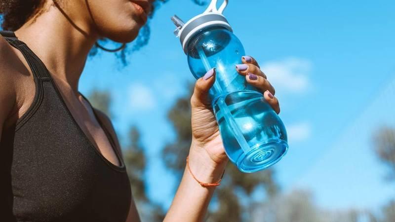 Se costuma esquecer-se de beber água temos uma app para ajudar a mantê-lo hidratado
