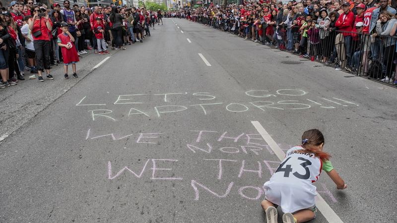 Canadá: celebração do título da NBA dos Toronto Raptors interrompida por tiros