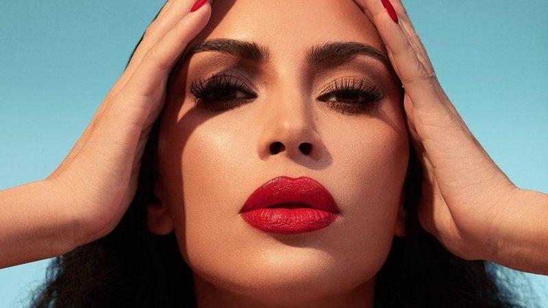 Kim Kardashian lança a sua versão do clássico batom vermelho